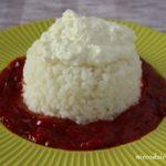 Ryż z sosem truskawkowym i serem