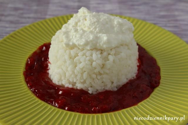 ryż z sosem truskawkowym