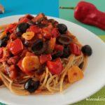 Spaghetti z papryką i oliwkami