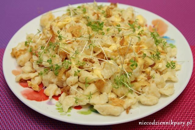 szpecle z serem i prażoną cebulką