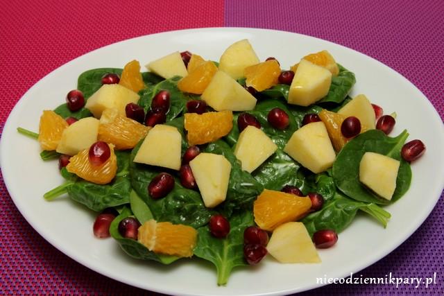 Sałatka ze szpinakiem i owocami