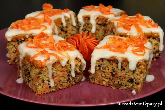 Ciasto marchewkowe z rumowym lukrem