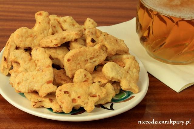 Ciasteczka ze skwarkami i cebulą