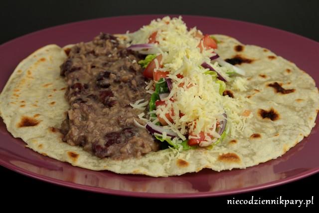 pikantne burrito z czerwoną fasolą