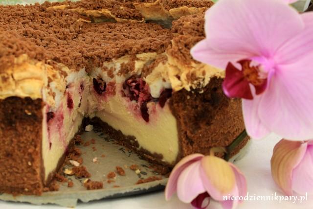 czekoladowy sernik z wiśniami i bezą