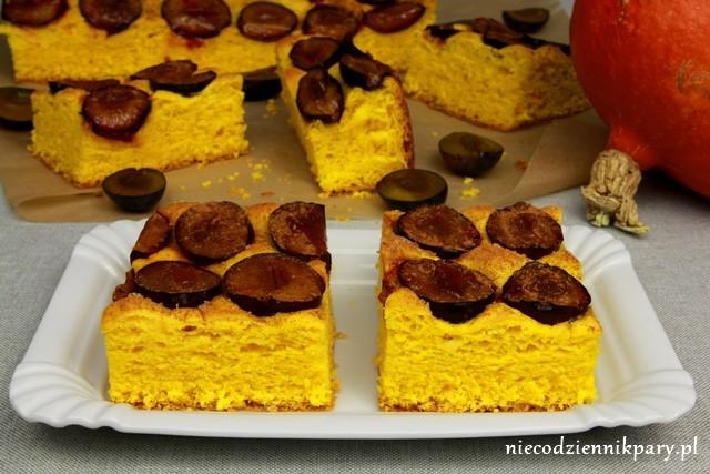Dyniowe ciasto drożdżowe ze śliwkami