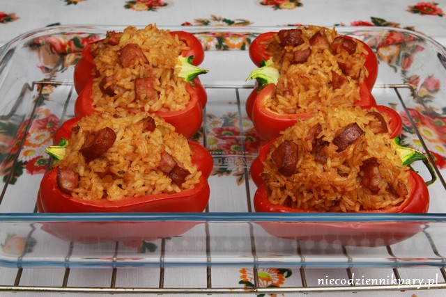 Papryka nadziewana ryżem i kiełbasą