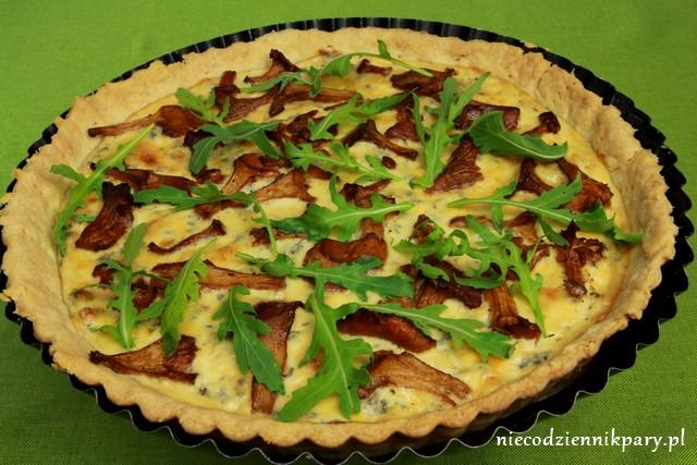 Tarta z kurkami i serem pleśniowym