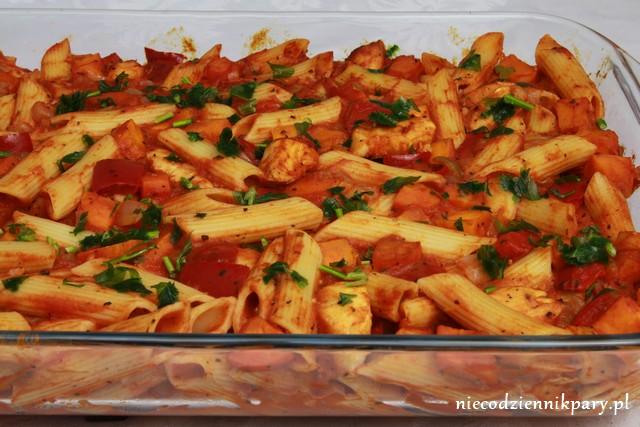 Zapiekanka makaronowa z warzywami i kurczakiem