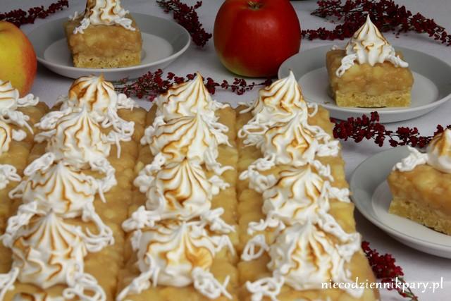 szarlotka z prażonymi jabłkami i bezą włoską