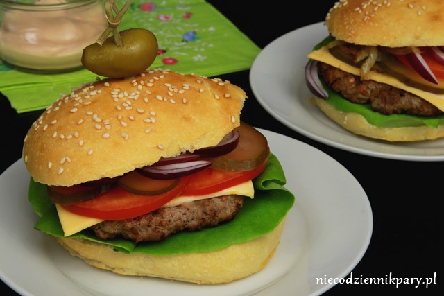 wołowy hamburger