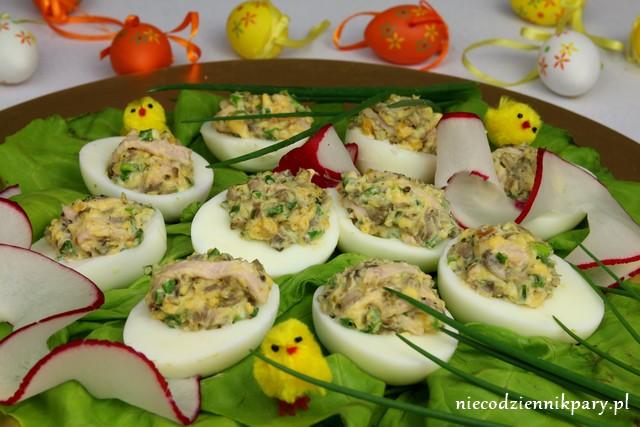 Jajka faszerowane pieczarkami i szynką