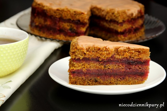 ciasto marchewkowe ze śliwkową galaretką