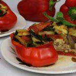 Papryka nadziewana kaszą gryczaną i warzywami