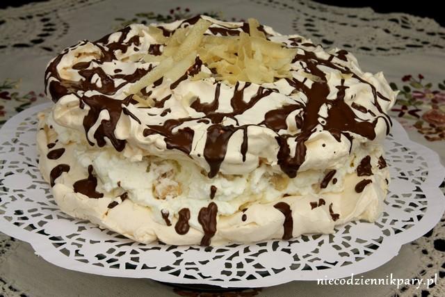 tort bezowy z rurkami waniliowymi