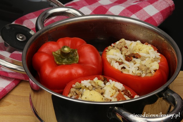 Papryka na parze z kalafiorem i suszonymi pomidorami