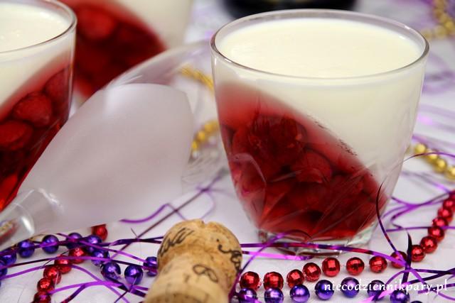 Panna cotta z galaretką z wina musującego