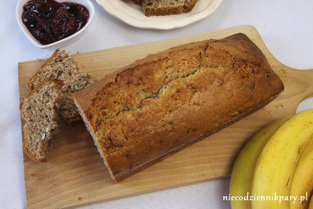 chlebek bananowy z orzechami