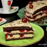 Tort kawowy z wiśniami