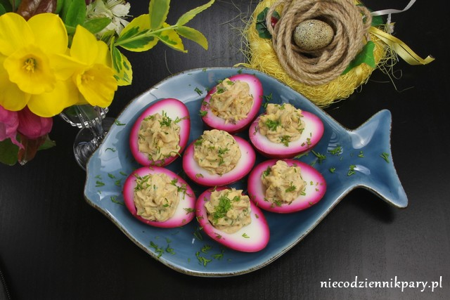 różowe jajka na Wielkanoc