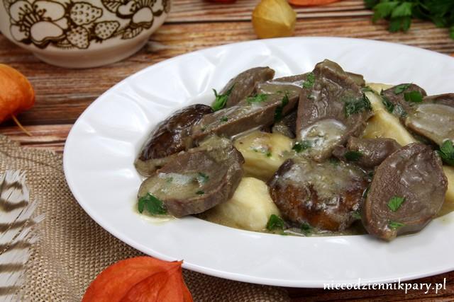 Żołądki gęsie z grzybami