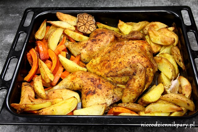 Kurczak pieczony na płasko z warzywami