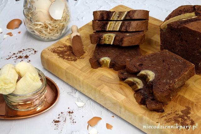 Czekoladowe ciasto z bananami na białkach