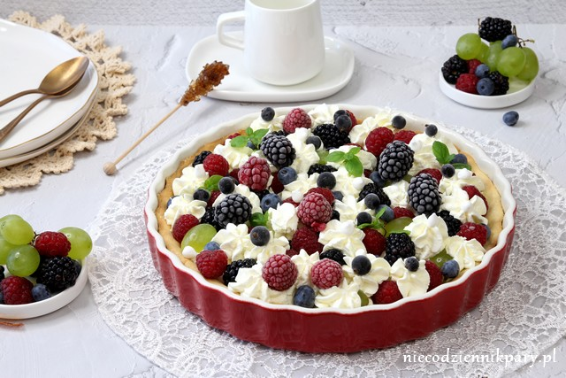 Tarta z owocami lata